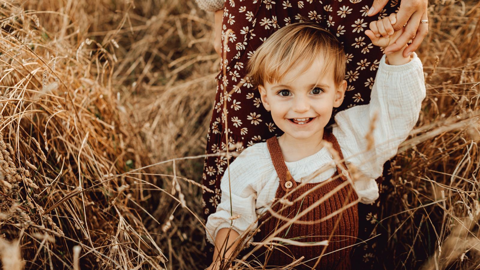 photo petit garçon heureux